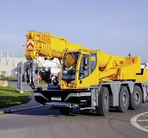 liebherr-at-ltc-1050-3-1-driving-position-front-roundabout-ehingen-landscape